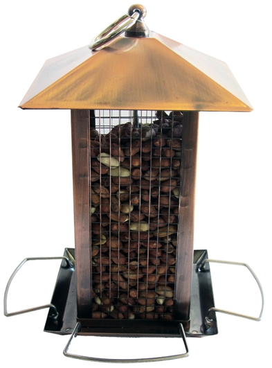 Stilren foderautomat till nötter, gjord av koppar. Kan hängas upp. Mått: 14x14x22 cm